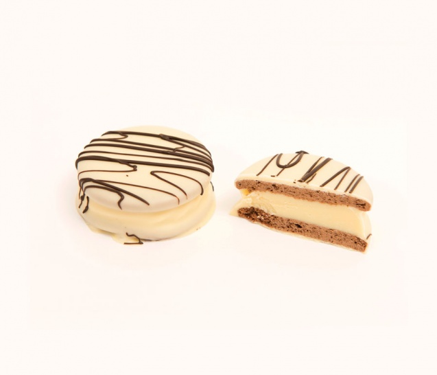 White Chocolate Alfajor 1